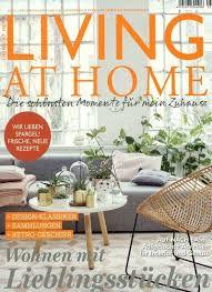 Titelblatt Living at home