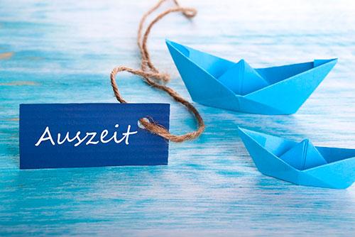 Origami Schiffe mit Anhänger Auszeit